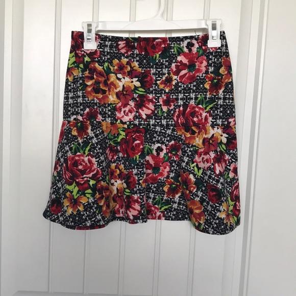 Xhilaration Dresses & Skirts - Mid thigh skirt